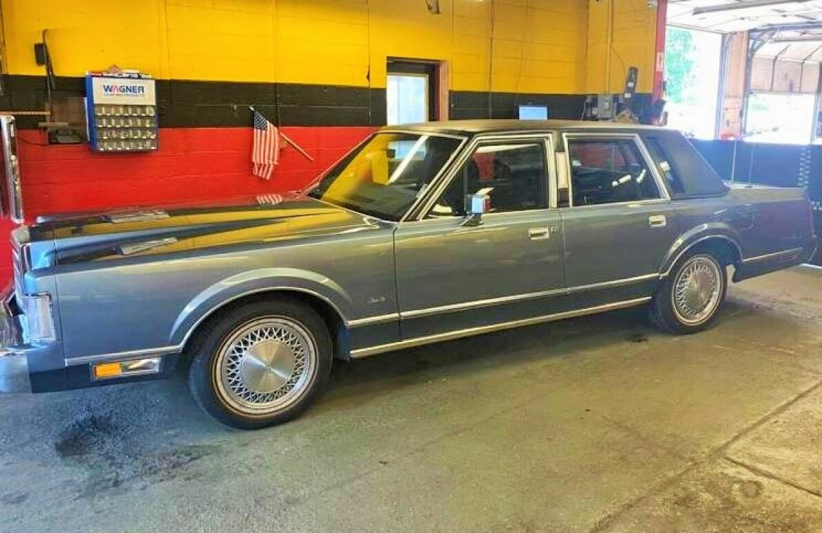 1988 Lincoln Town Car for sale in Hanover, MA
