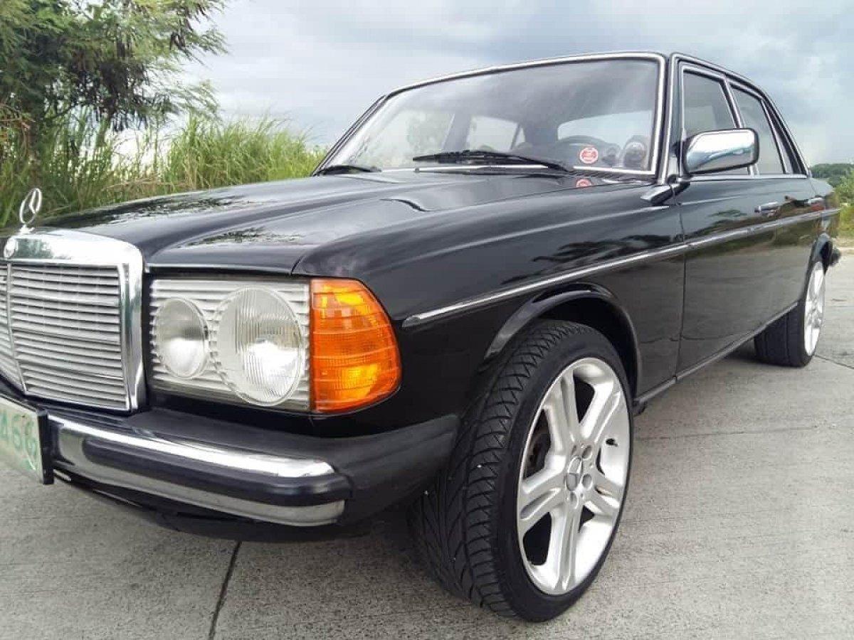 1977 Mercedes-Benz 200 W123