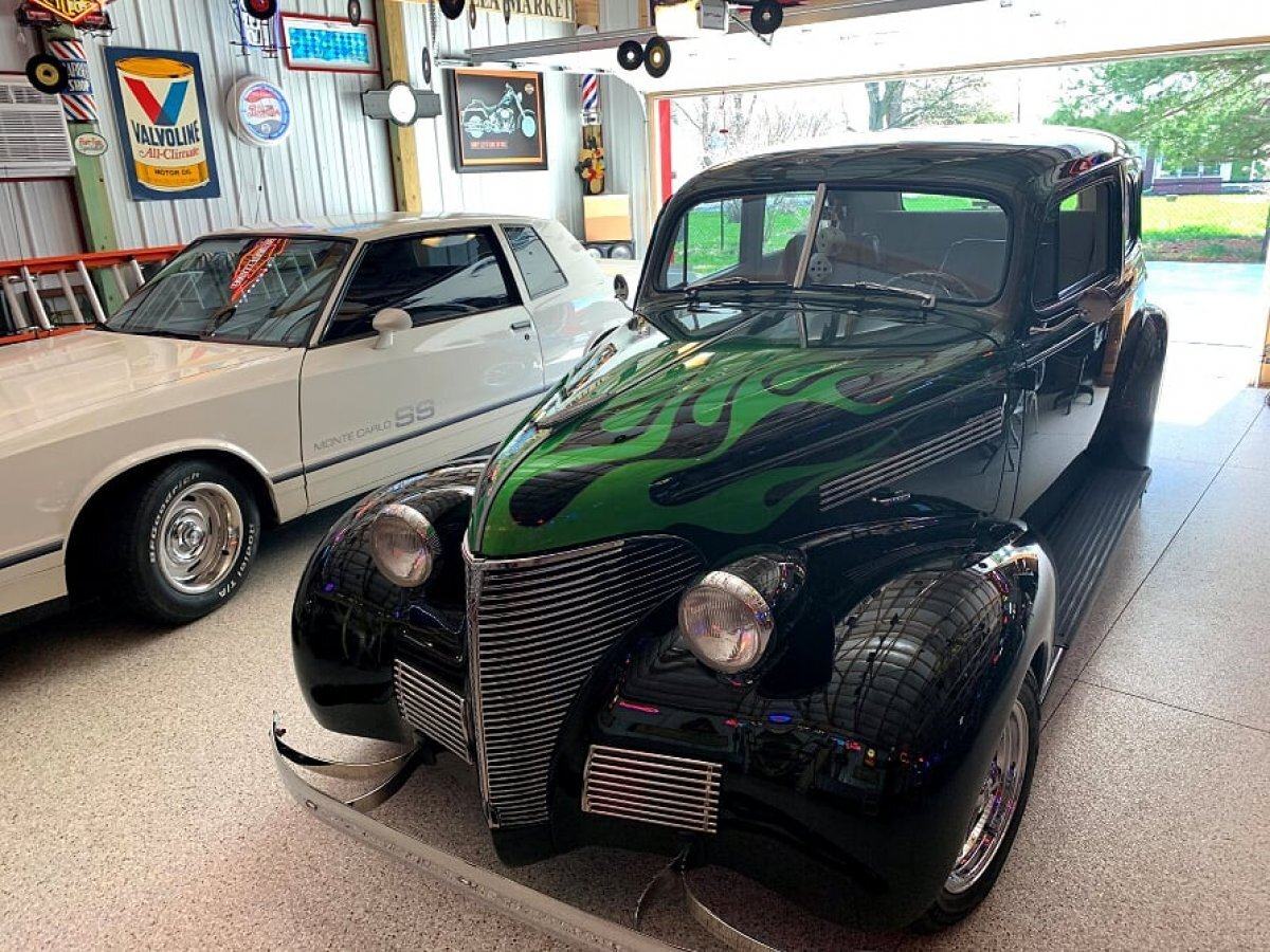 1939 CHEVROLET 2 DOOR RESTO MOD LEATHER, FLAME PAINT, SHOW CAR in Milford, OH