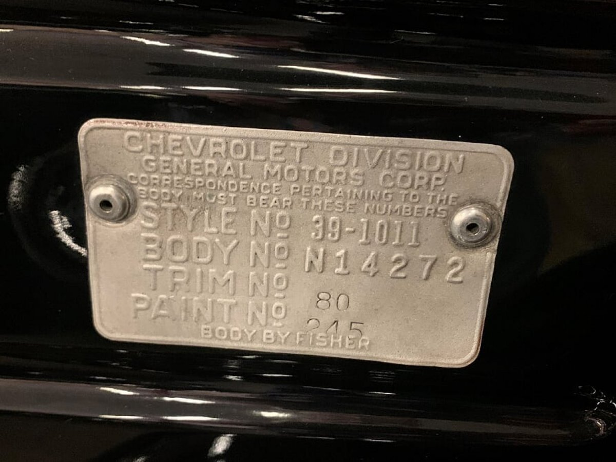 1939 CHEVROLET 2 DOOR RESTO MOD LEATHER, FLAME PAINT, SHOW CAR - Photo