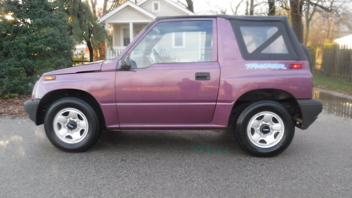1996 GEO TRACKER SOFT TOP SOFT TOP CONVERTIBLE SUV in Milford, OH