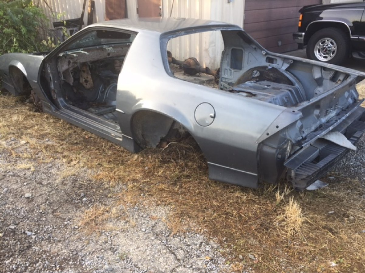 1988 CHEVROLET IROC CAMARO FOR PARTS PARTS CAR in Milford, OH