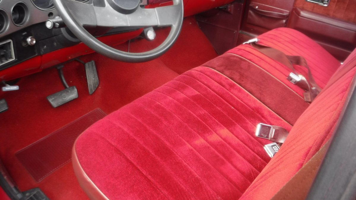 1985 CHEVROLET SILVERADO SHORT BOX PICK UP SHORT BOX, V8, AUTO, RED / RED - Photo