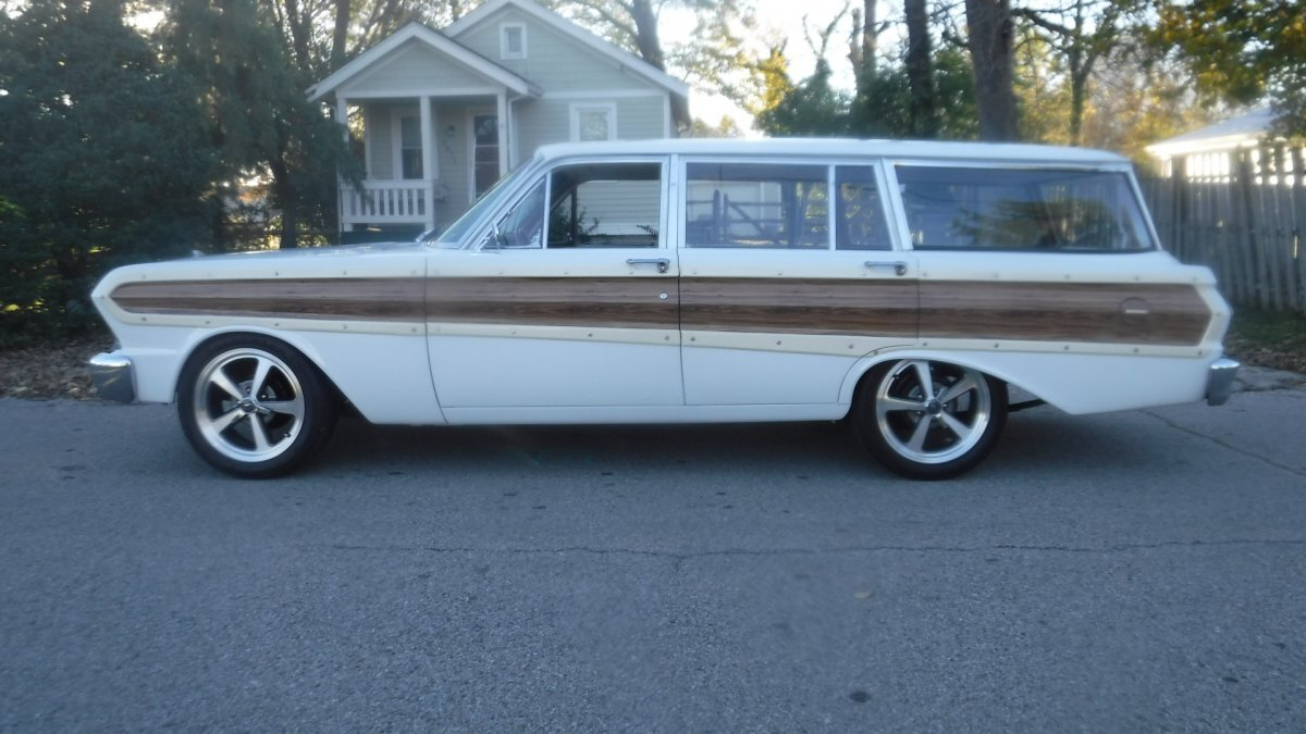 1964 FORD SQUIRE STATION WAGON 4 DOOR 6 CYL AUTO SQUIRE WOODY WAGON in Milford, OH