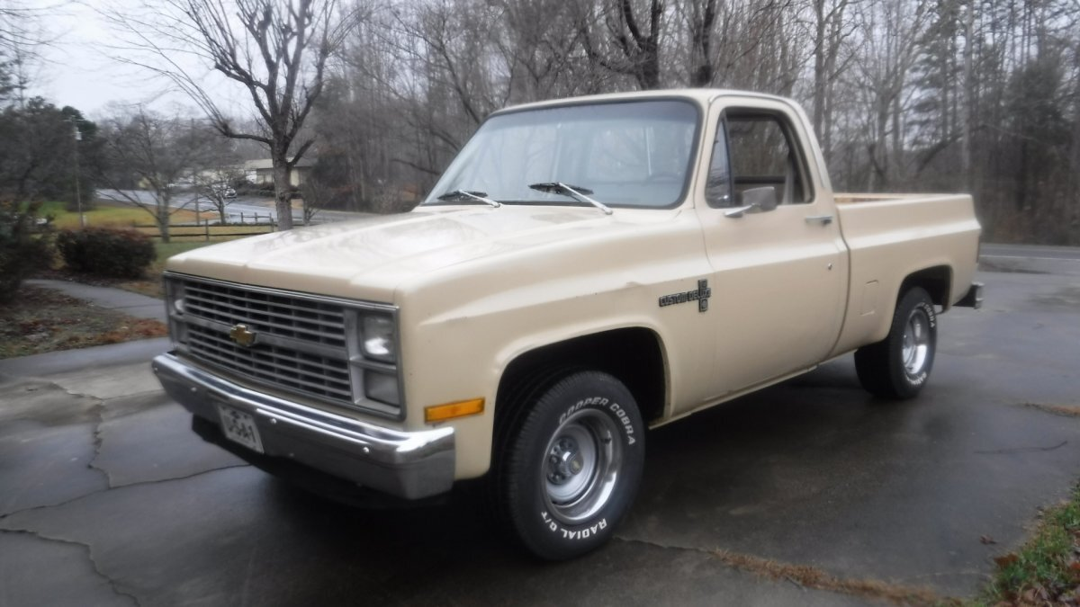 1983 CHEVROLET C-10 CUSTOM PICK UP SHORT BOX 6 CYL AUTO in Milford, OH