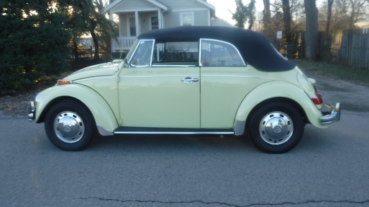 1970 VOLKSWAGON BEETLE CONVERTIBLE FACTORY AC, CONVERTIBLE FACTORY AC, MANUAL TRANS in Milford, OH