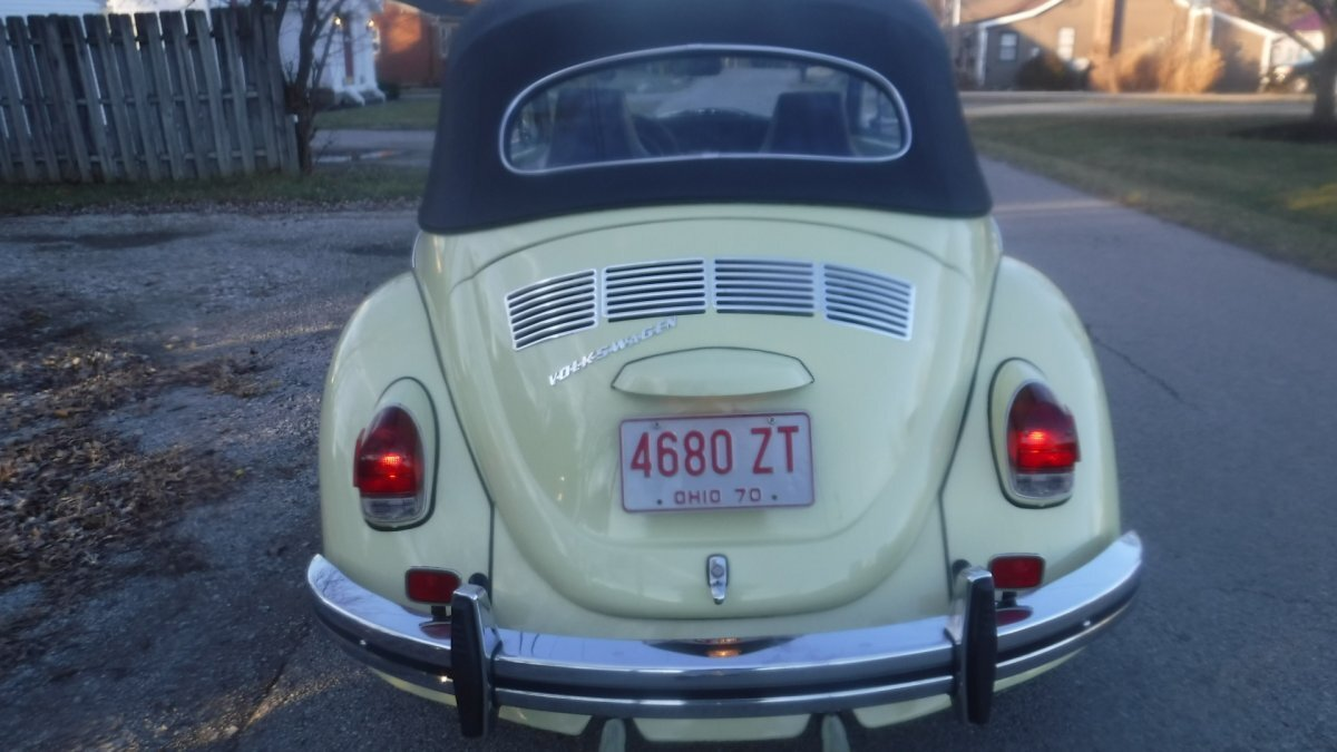 1970 VOLKSWAGON BEETLE CONVERTIBLE FACTORY AC, CONVERTIBLE FACTORY AC, MANUAL TRANS - Photo