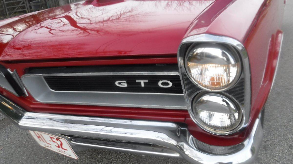 1965 PONTIAC GTO COUPE TRI POWER AUTO RED / BLACK - Photo