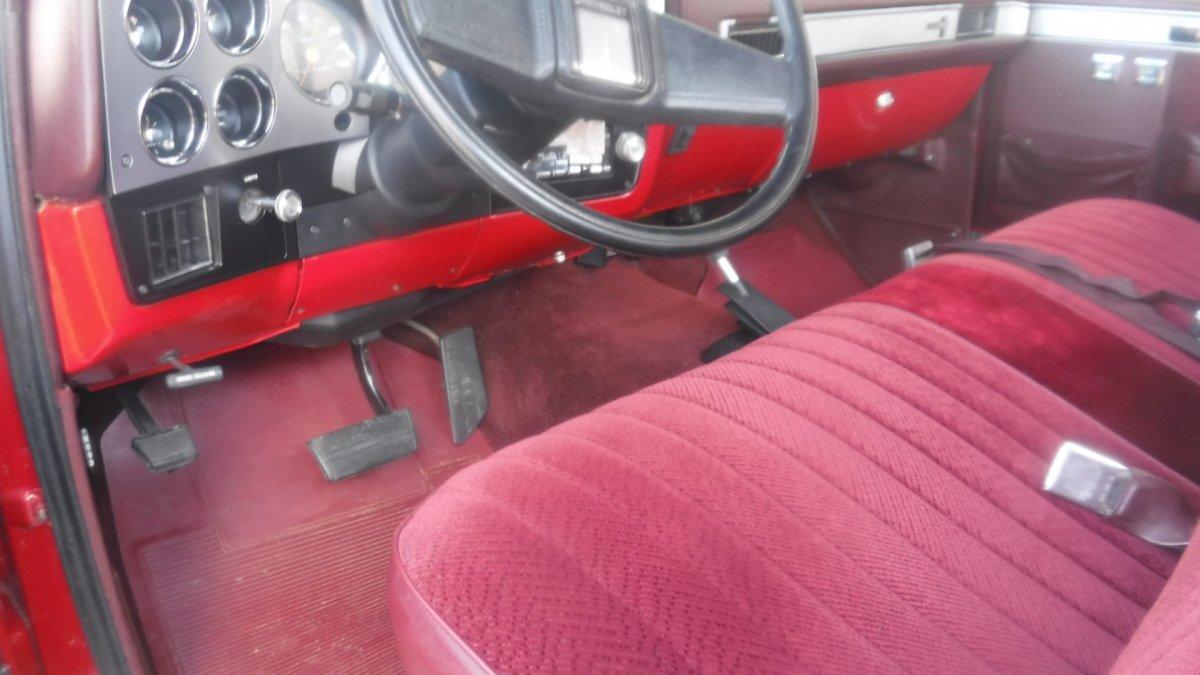 1986 CHEVROLET SILVERADO 4X4 LONG BED, AC, AUTO CRATE MOTOR - Photo