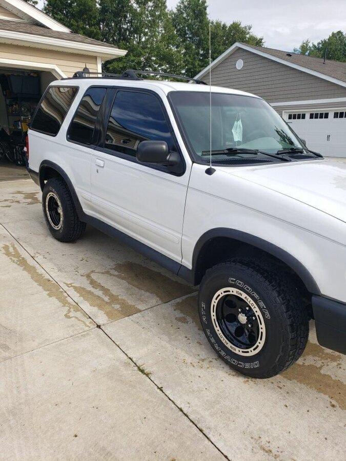 1999 FORD EXPLORER SPORT 2WD XLT SPORT 2 WD, 2 DOOR - Photo