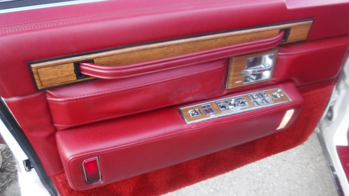 1985 CADILLAC SEVILLE ROADSTER LEATHER INTERIOR - Photo