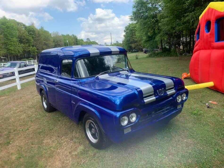 1960 FORD F-100 PANEL DELIVERY WAGON CUSTOM V8, AUTO, AC in Milford, OH