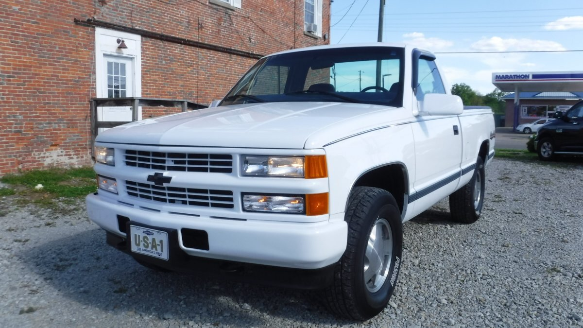 1998 CHEVROLET CHEYENNE 4X4 SHORT BOX PICK UP 5.7 INJECTED SILVERADO in Milford, OH