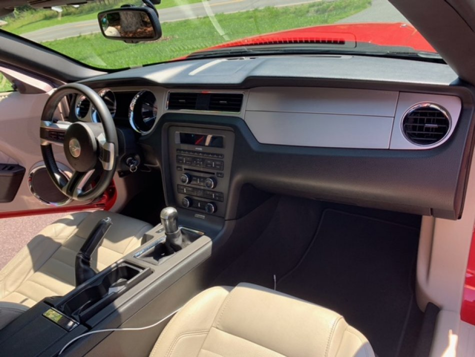 2010 FORD MUSTANG CONVERTIBLE CONVERTIBLE 4.0 ENGINE 5 SPEED TRANSMISSION - Photo