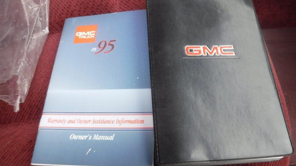 1995 GMC SUBURBAN SLE 7.4V8, 2 WD 2500 - Photo