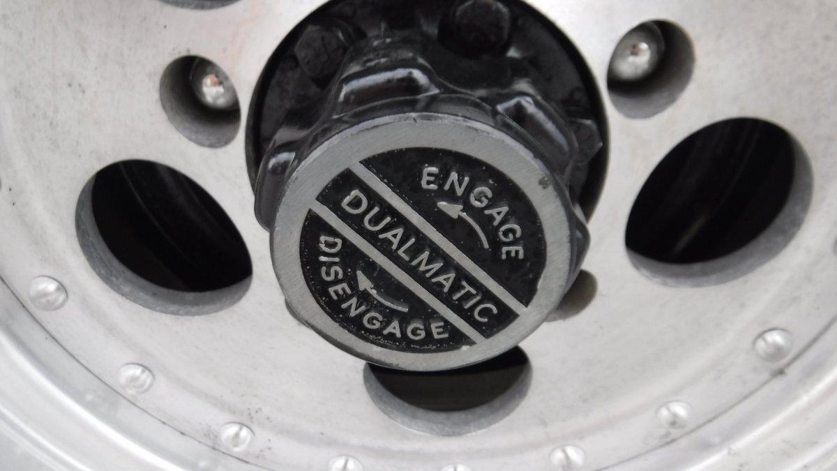 1969 JEEP COMMANDO JEEPSTER V6 AUTO 4X4 - Photo