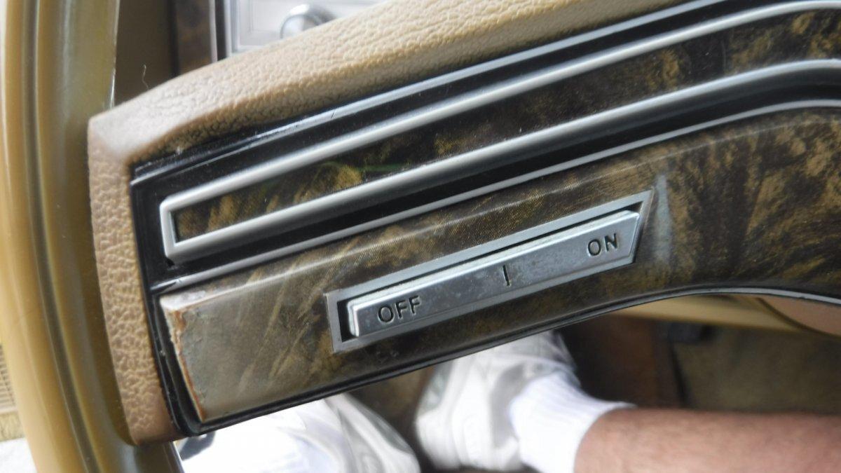 1977 LINCOLN MARK V CLOTH PADDED HALF TOP - Photo