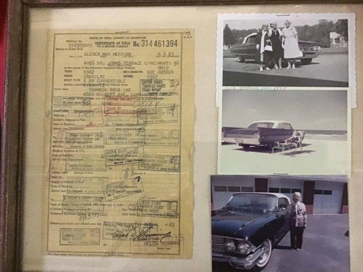 1962 CADILLAC ELDORADO BIARRITZ CONVERTIBLE LEATHER BUCKET SEATS - Photo