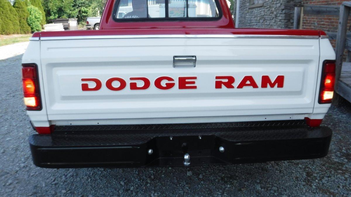 1983 DODGE D-100 SHORT BOX SHORT BOX 2 WD V8, AUTO - Photo