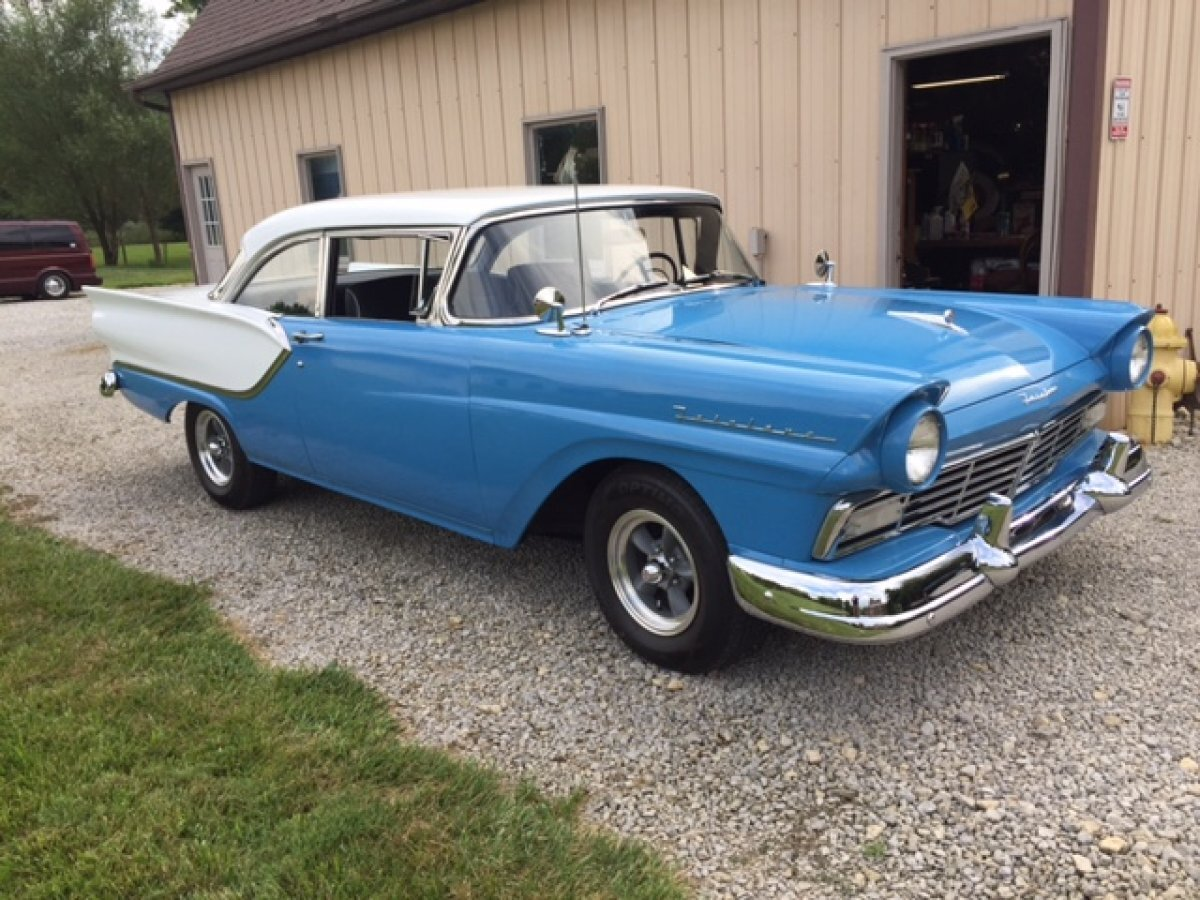 1957 FORD FAIRLANE TUDOR 4 SPEED TWO TONE PAINT 292 4 SPEED in Milford, OH