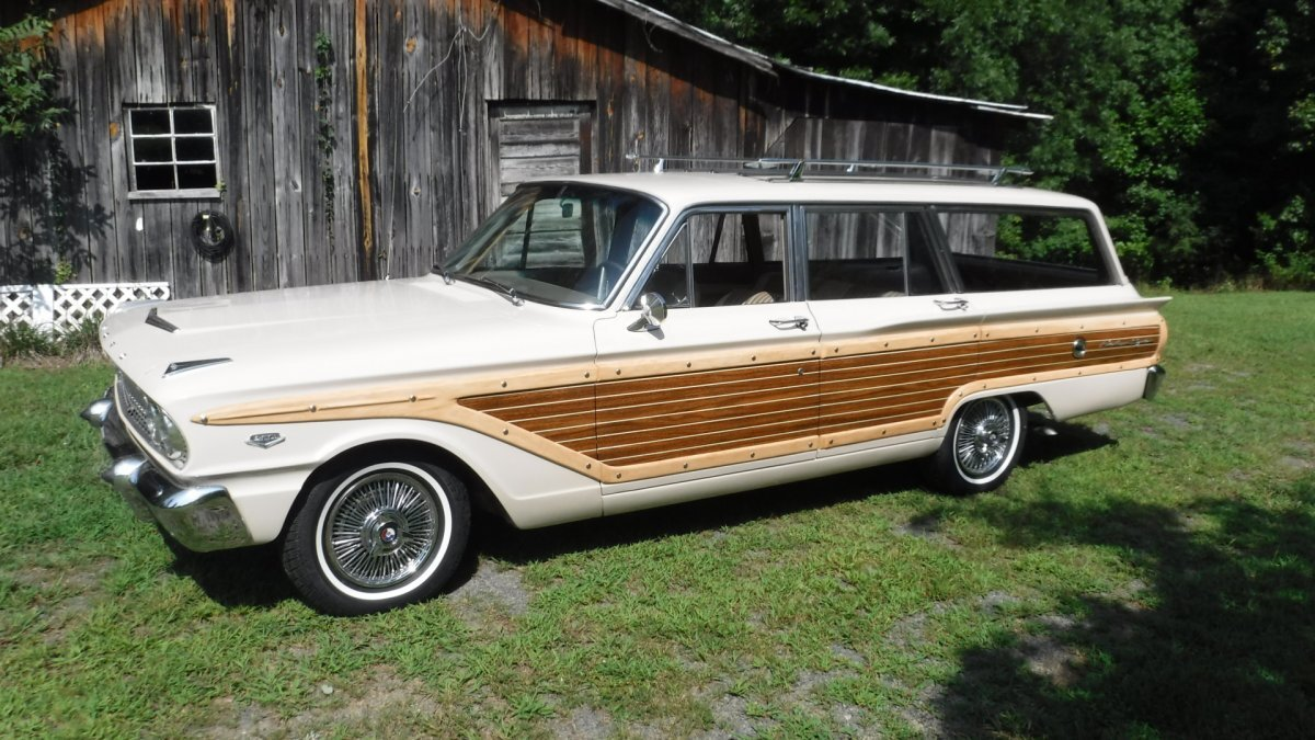 1963 FORD FAIRLANE COUNTRY SQUIRE STATION WAGON V8, MANUAL TRANS in Milford, OH