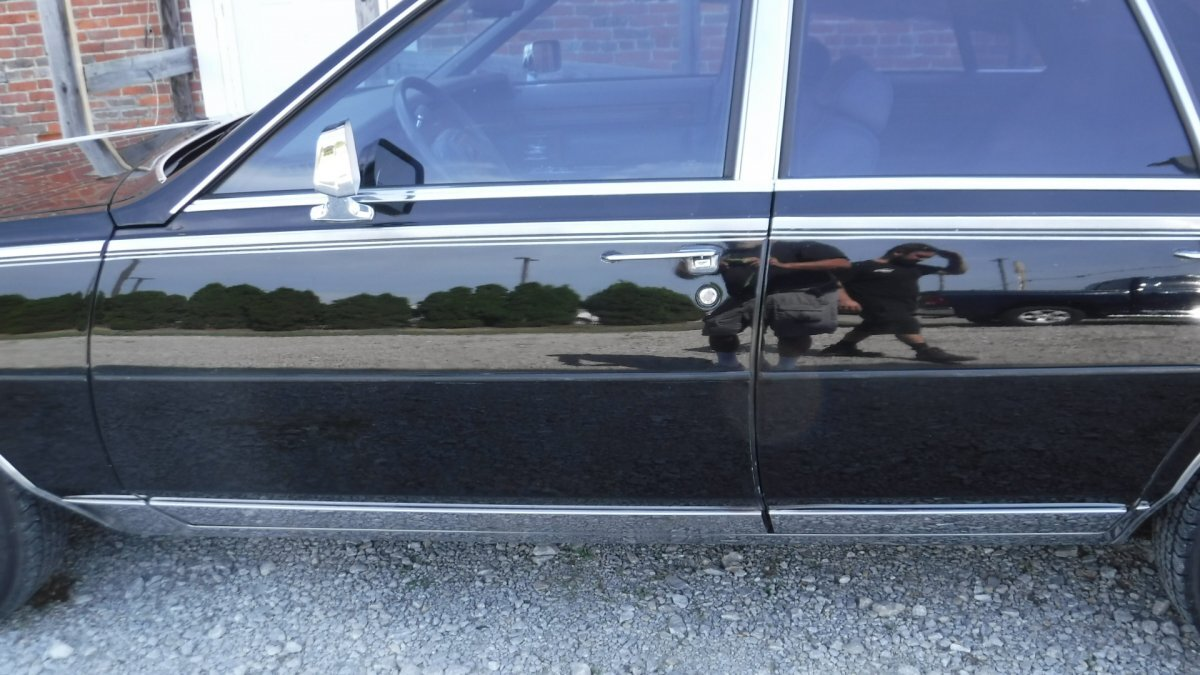 1985 CADILLAC SEVILLE LEATHER INTERIOR MOON ROOF - Photo