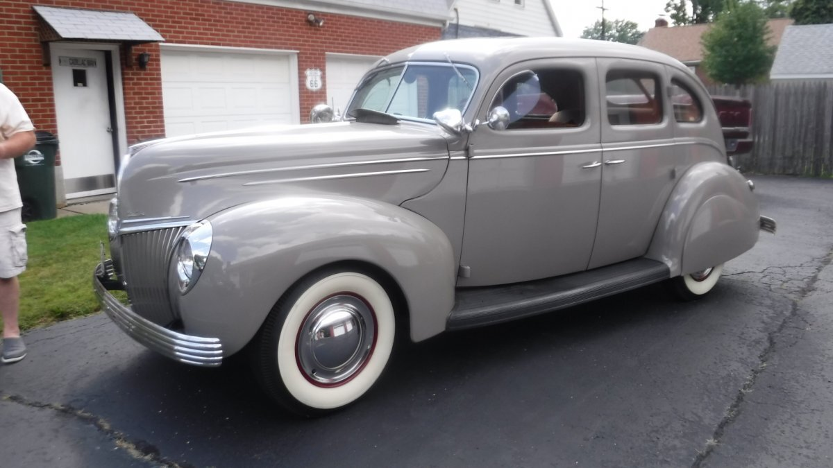 1939 FORD DELUXE 4 DOOR 303 ROCKET OLDS ENGINE in Milford, OH
