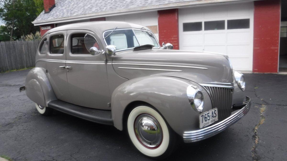 1939 FORD DELUXE 4 DOOR 303 ROCKET OLDS ENGINE - Photo