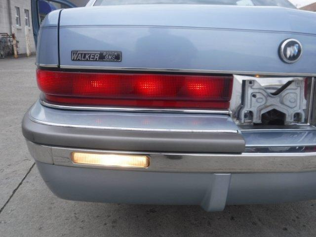 1992 BUICK ROADMASTER CLOTH NO CARRAGE ROOF - Photo