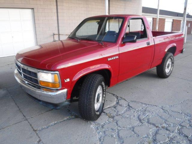 1992 DODGE DAKOTA V8, 4X4 LE in Milford, OH