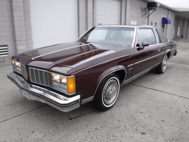1979 OLDSMOBILE DELTA 88 ROYALE V8, LANDAU TOP in Milford, OH