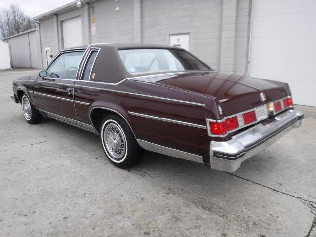 1979 OLDSMOBILE DELTA 88 ROYALE V8, LANDAU TOP - Photo