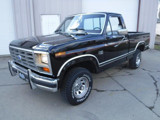 1986 FORD F-150 XLT SHORT BOX 4X4 LARIAT in Milford, OH