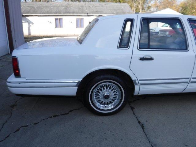 1992 LINCOLN TOWN CAR EXECUTIVE SERIES - Photo