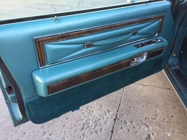 1979 LINCOLN TOWN COUPE' LEATHER PADDED TOP - Photo