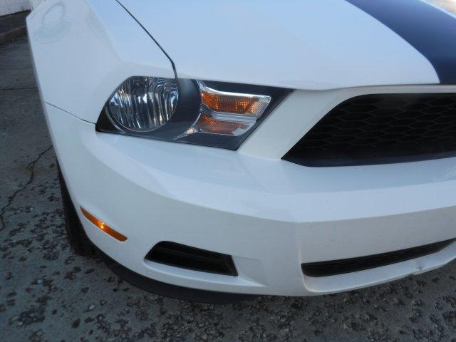 2010 FORD MUSTANG COUPE V6 AUTO - Photo