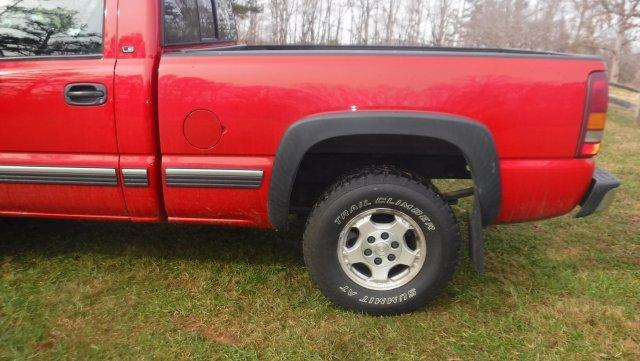 2001 CHEVROLET SILVERADO SHORT BOX 4X4 V8 AUTO - Photo
