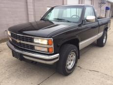 1990 CHEVROLET SILVERADO PICK UP V8, 4X4 , AUTO short box