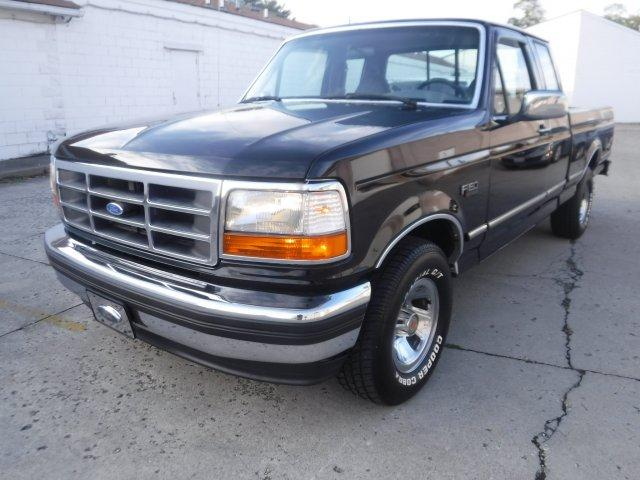 1994 FORD F-150 XLT 5.8 SHORT BOX FACTORY BLACK in Milford, OH
