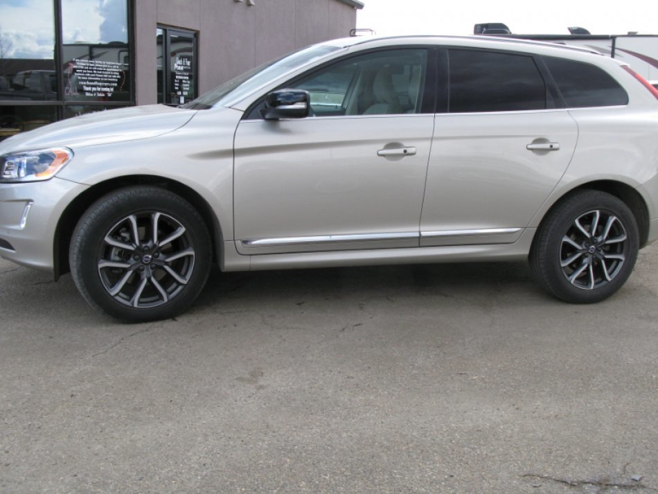 2017 VOLVO XC60 T6 DYNAMIC AWD for sale in Minot, ND