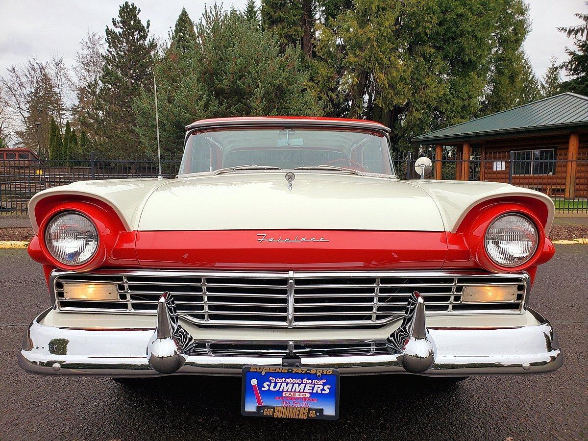 1957 Ford Fairlane - Photo