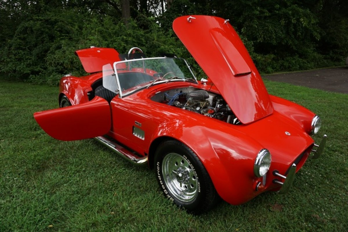 1965 SHELBY COBRA COBRA REPLICA STUNNING APPEARENCE EXHILERATING TO DRIVE LARGE INTERIOR MANY OPTIONS